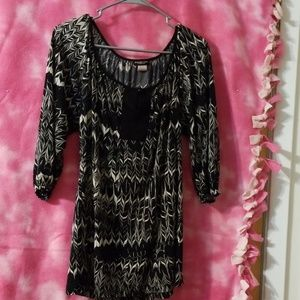 Tunic, black with white, quarter sleeves